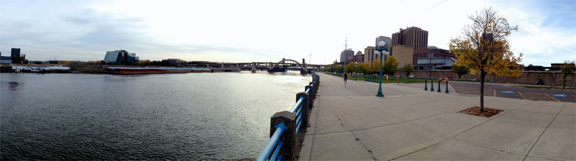 Panoramic photo of the Mississippi River in downtown Saint Paul, Minnesota